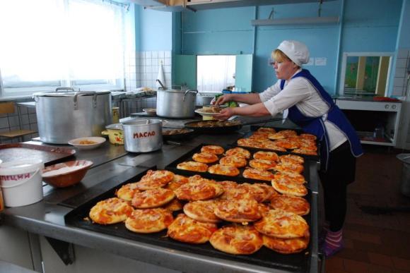 Дети из Украины смогут питаться в школьных столовых бесплатно