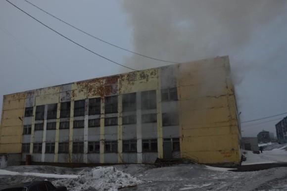 В Воркуте горело здание бывшей школы (ВИДЕО)