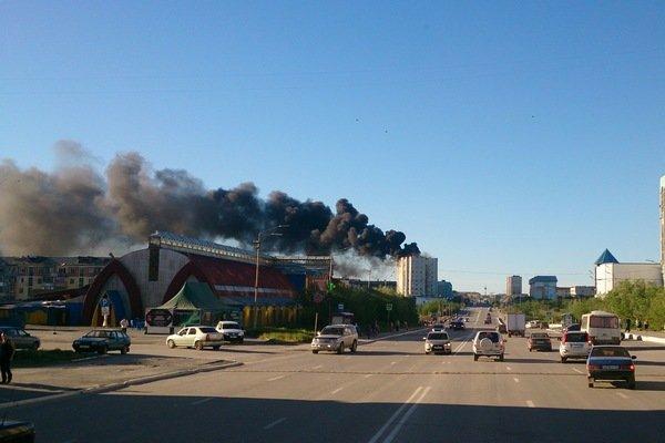 В Воркуте коммунальщики спровоцировали пожар на крыше девятиэтажки