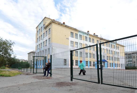 Школы Воркуты обнесут заборами